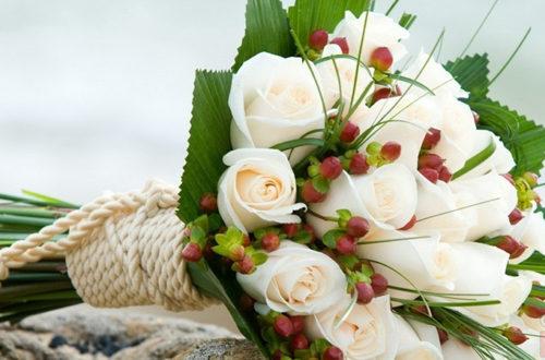 Оригинальный букет белых роз, фото
