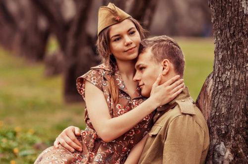 Солдат с девушкой на природе, фото