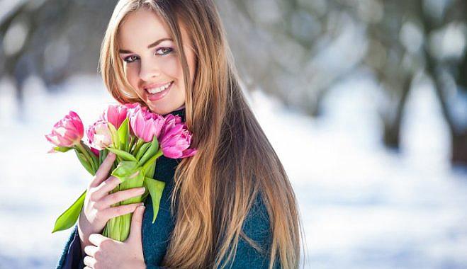 Девушка с букетом тюльпанов, 8 марта