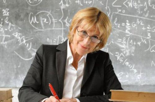 Учительница на уроке матиматики