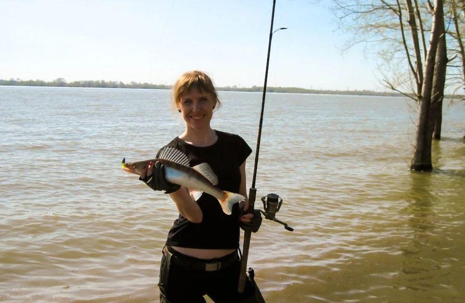 Рыбачка с уловом